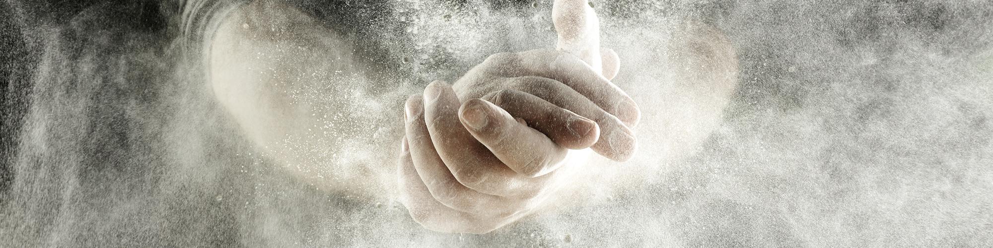 Projekte sind greifbar: Mehlige Hände